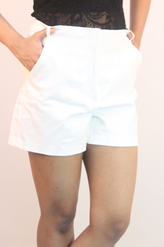 765751cdb50e59 Zara Basic White Shorts from Zara – coutloot.com