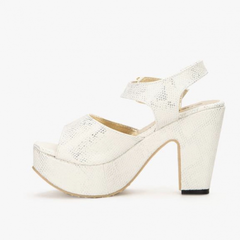 4c04905d31d6 Pair of white block heel peep-toe sandals from Nell – coutloot.com