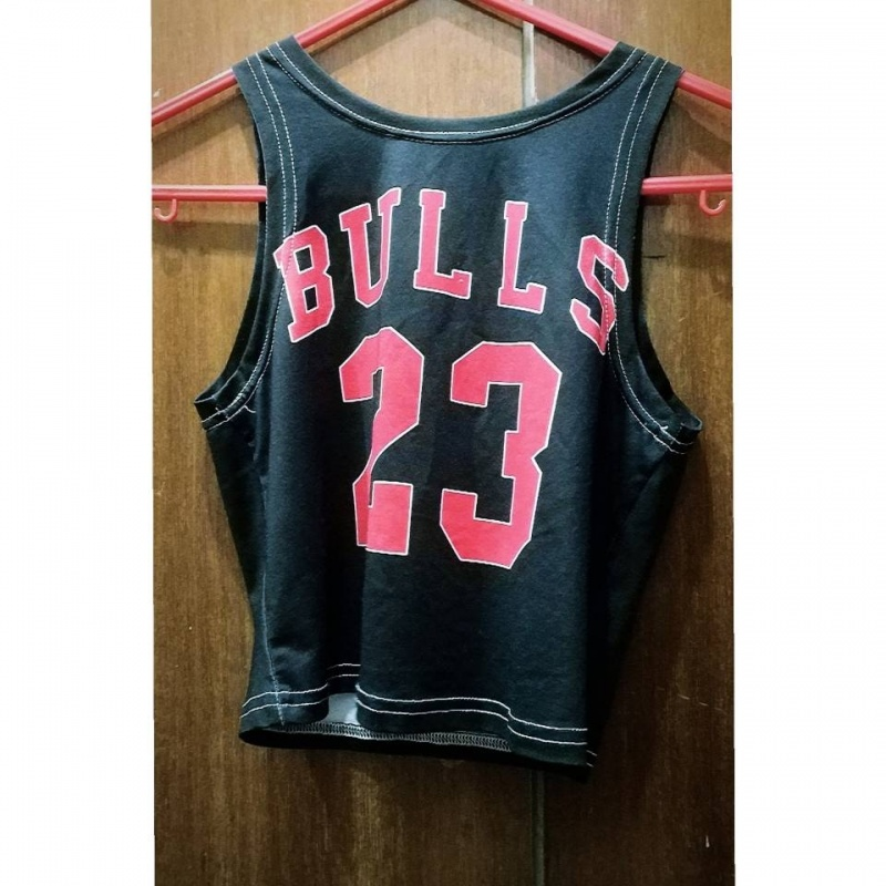 best sneakers a35a7 2475d Black and red Chicago Bulls 23 Michael Jordan 23 jersey