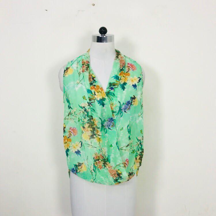2b648d613887 Zara Woman Green Floral Top from Zara Woman – coutloot.com